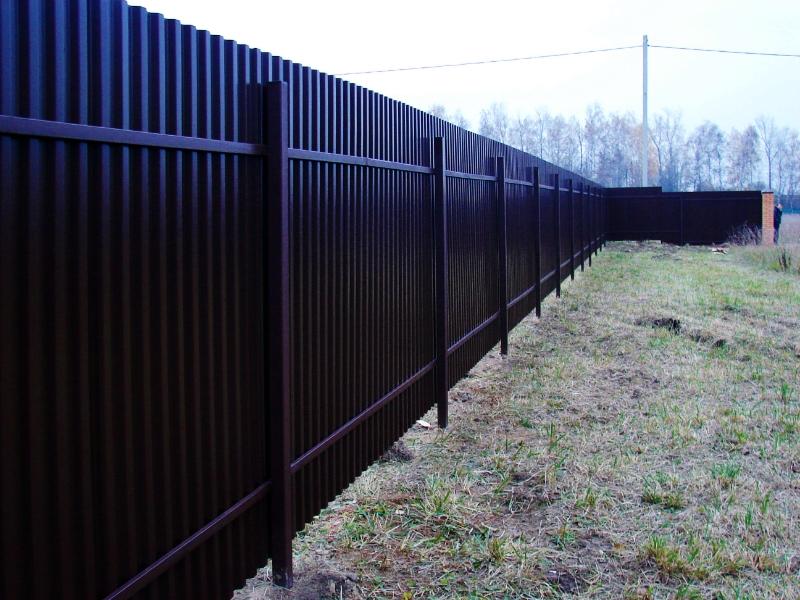 Забор из шифера своими руками за один день (видео) Своими